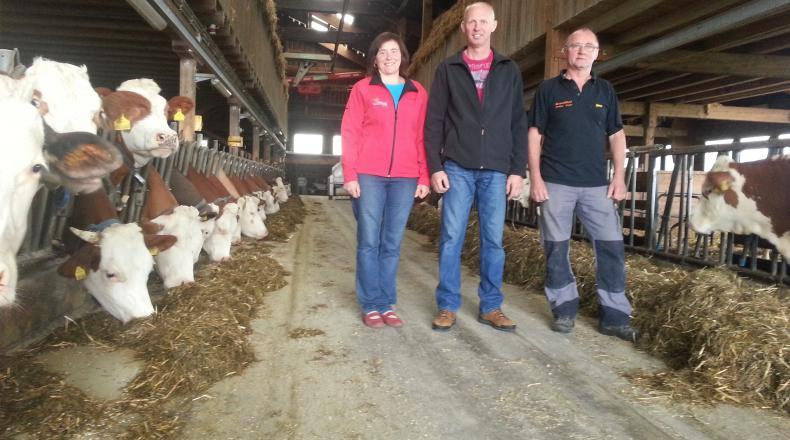 Familie Lechner im Stall