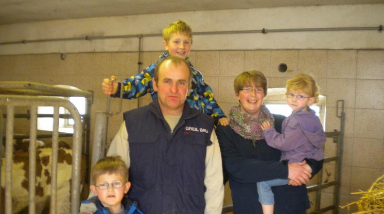 Familie Schneglberger im Stall
